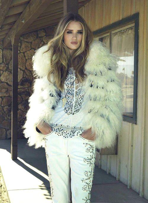Image via We Heart It #girl #rosiehuntington-whiteley #sexy #model