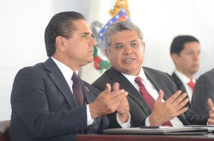 En Ario de Rosales, el gobernador de Michoacán acompañó al presidente del Poder Judicial local en su actividad para detallas el estado que guarda la impartición y administración de justicia ...