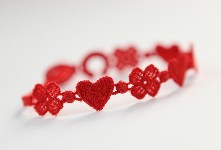 Le must-have de l'été est le bracelet Cruciani, procures-toi le au plus vite!