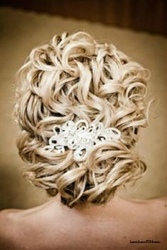 Very vintage looking wedding hairdo! complete with a vintage looking clip, that could be something old or new! #wedding #hair #vintage