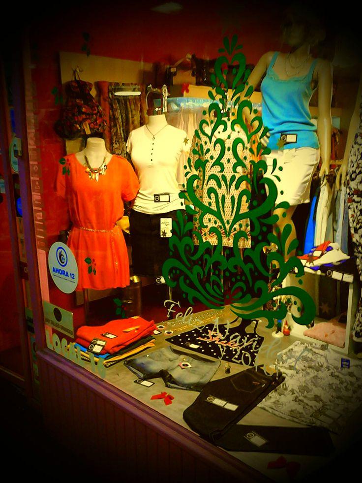 """Gráfica Navideña en Vinilo Verde LG y blanco. Para la tienda de ropa """"Enigma Collection"""" Castelar Sur"""