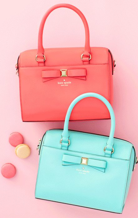 I want this bag but maybe in a more neutral class color?! Love the bow!