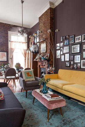 Kerry's Fun French Quarter Apartment — House Tour   Apartment Therapy  С одной стороны кофейный цвет на стене, на против - молочный, боковая стена - зеркало или молоко.