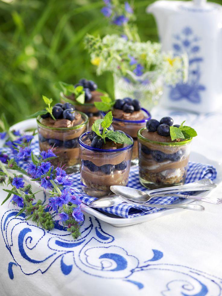 Njut av något sött efter maten med en snabbfixad blåbärscheesecake i glas!