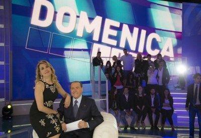 Spettacoli: LE #VELINE / #Striscia la Notizia 2016: Ludovica Frasca e Irene Cioni in studio da Barbara... (link: http://ift.tt/2djGnyN )