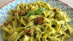 Twittear      La salsa pesto de albahaca, pesto di basilico en italiano, es una de las salsas clásicas de la cocina italia...