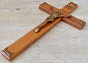 Antiquité. Collection Art religieux. Crucifix en bois et fonte