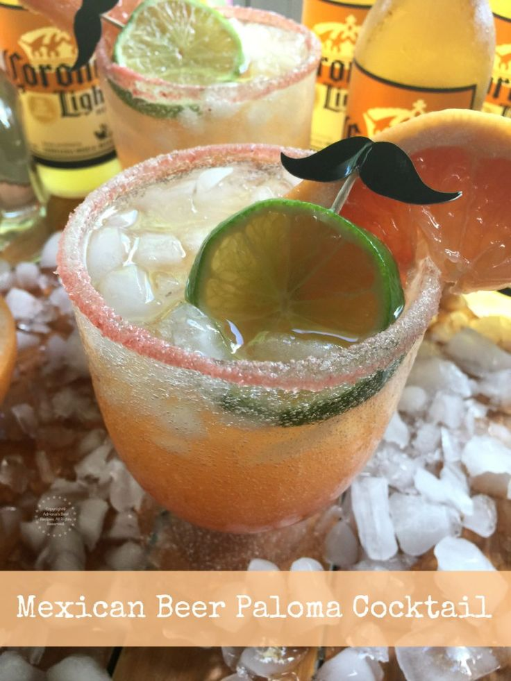 Un coctel paloma con jugo de toronja natural, hielo picado, tequila blanco Casa Noble, sal rosada, chamoy líquido, rodajas de limón y toronja frescos y cerveza Corona Light