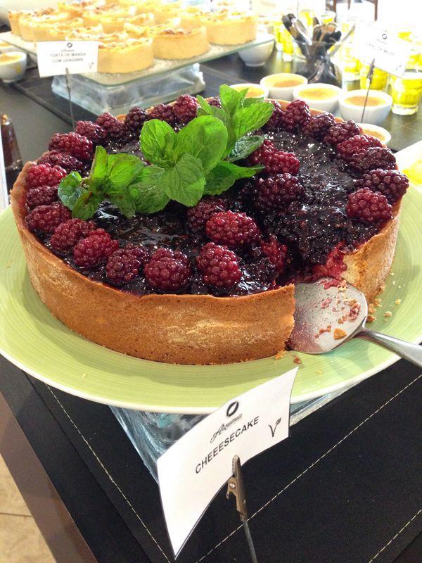 Bufê de sobremesas com várias opções veganas -  - Minha visita ao Hotel Serra da Estrela em Campos do Jordão - que vem se reformulando com uma visão sustentável, inclusive na sua cozinha - o restaurante Alquimia.
