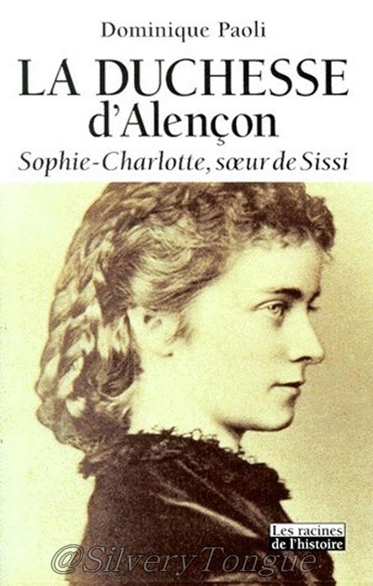 La duchesse d'Alençon Sophie-Charlotte, soeur de Sissi. Si l'on en croit une prophétie, la duchesse d'Alençon, sa soeur Sissi, impératrice d'Autriche, et son fiancé, le roi Louis II de Bavière, étaient destinés à périr respectivement par le fer, le feu et l'eau . De nombreux historiens ont livré une partie des secrets de ce trio de légende , mais Sophie-Charlotte demeurait, malgré ses apparitions dans le Louis II de Visconti, une héroïne de biographie édifiante.