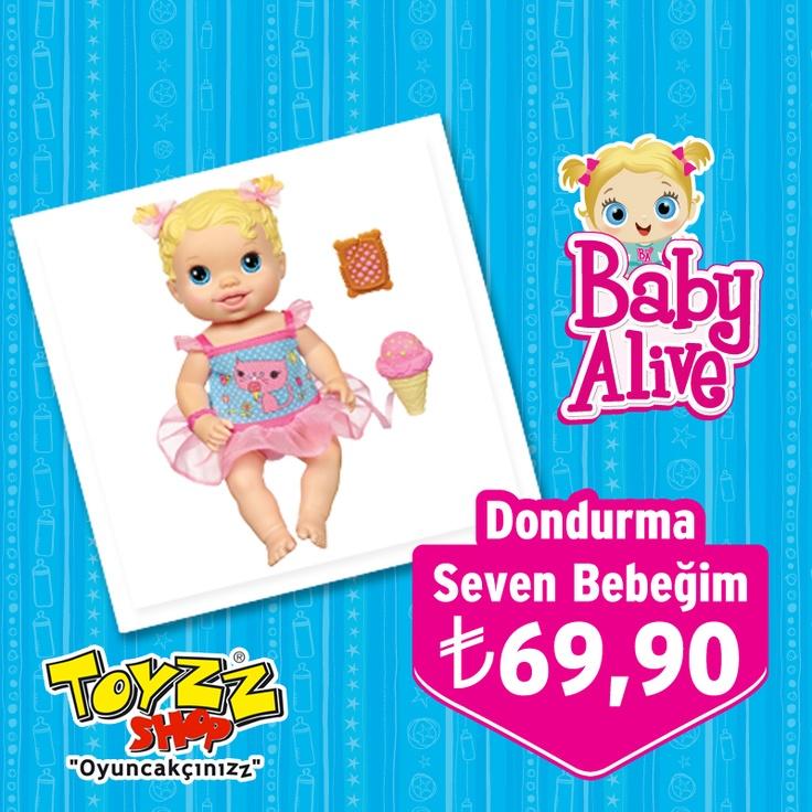 Baby Alive'dan minik kızları şaşkına döndürüp eğlendirecek bir yenilik! Dondurma Seven Bebeğim.    Dondurma Seven Bebeğim, külah ağzına yaklaştığında dilini çıkartıp dondurmasını yalıyormuş gibi yapıyor.