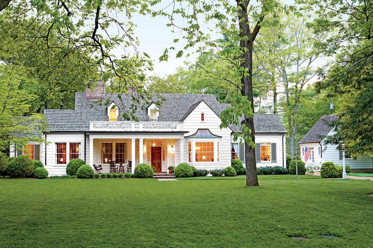 Charming Home Exteriors: Picturesque Tennessee Farmhouse