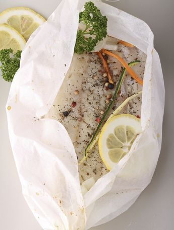 Deze vispakketjes uit de oven zijn overheerlijk. Must try, en zo simpel! Op elk vel bakpapier…