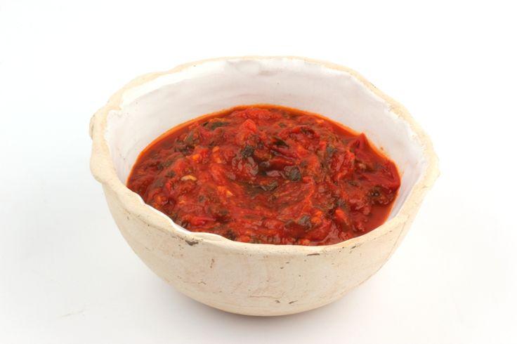 Een uitmuntende Napolitaanse saus met verse tomaten, basilicum, peterselie en knoflook. Na drie kwartier inkoken niet te versmaden.