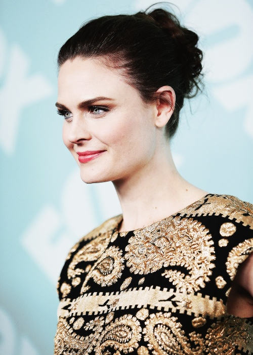 bump hair styles 234 best images about emily deschanel on 1124