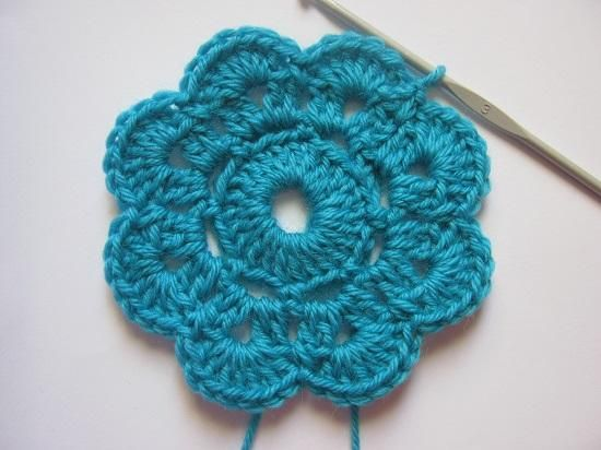 Flores de punto. Cómo tejer flores de punto para luego formar, por ejemplo, una preciosa manta para el invierno, paso a paso.