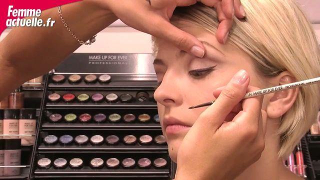 Tracez votre trait d'eyeliner comme une experte grâce aux conseils de Céline Bourdon, maquilleuse chez Make Up Forever.