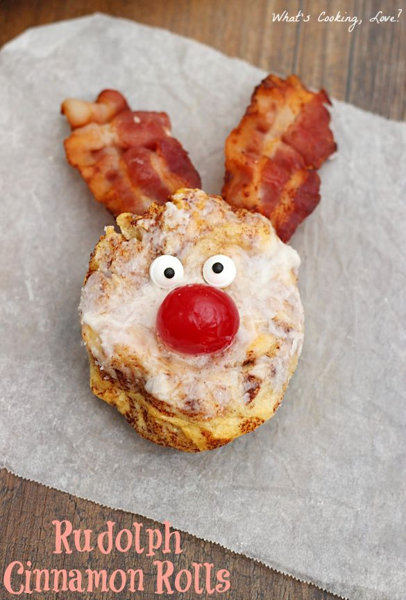 Rudolph Cinnamon Rolls. Cute cinnamon rolls that look like Rudolph. Perfect for breakfast on Christmas morning! #breakfast #Christmas