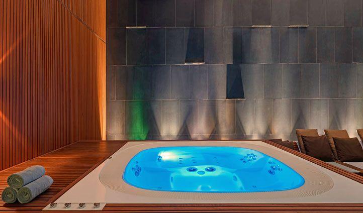 les 90 meilleures images du tableau spas jacuzzi en. Black Bedroom Furniture Sets. Home Design Ideas
