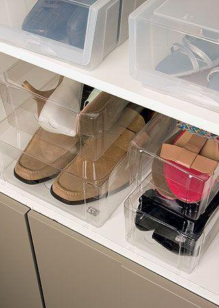 Caixas transparentes são ótimas para organizar os sapatos!