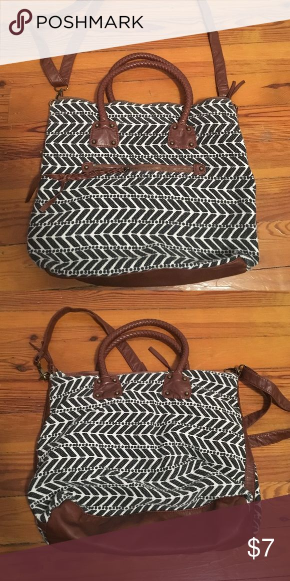 T-Shirt & Jeans Purse Black and white chevron print handbag from T-Shirt & Jeans. Used for a few months, but still in solid condition. T-Shirt & Jeans Bags Totes