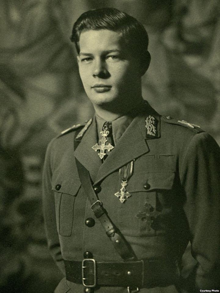 Majestatea Sa Regele Mihai I al României în uniformă de mareșal al Armatei Române. Regele Mihai este ultimul mareșal român în viață… HM King Michael I of Romania wearing His uniform of Romanian Army's Marshall. The King is the last surviving Romanian Marshall…