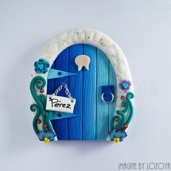 Magic Perez's Door // Puerta del Ratoncito Pérez