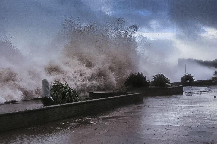 Teignmouth pier under attack