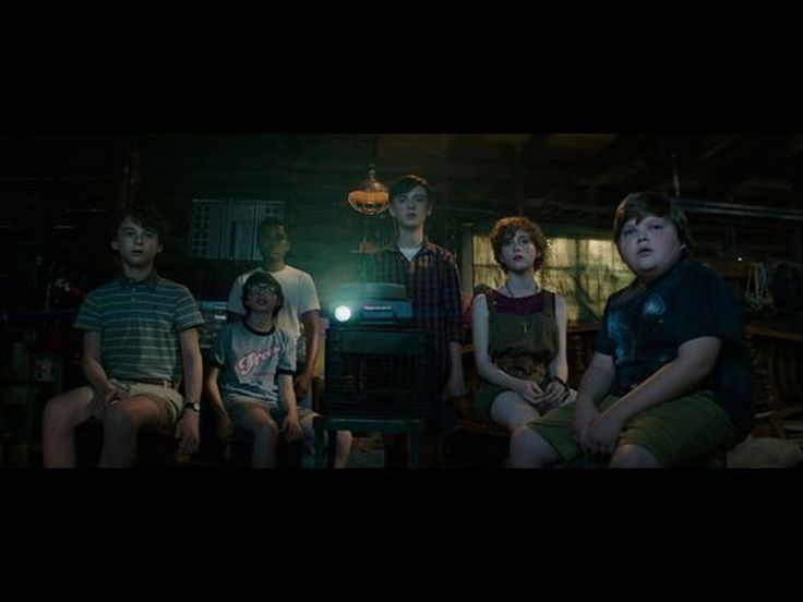 creepy-new-photos-from-stephen-kings-it-feature-pennywise-and-the-losers-club