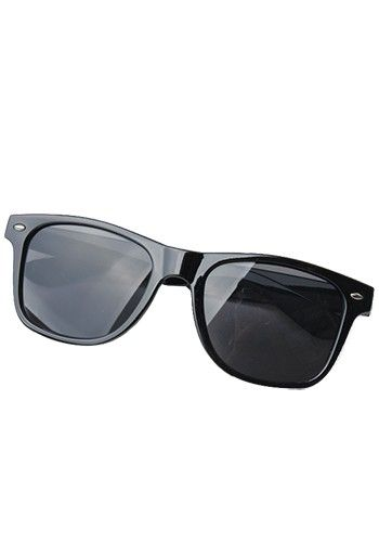 Glamorous Wayfarer Sunglasses Black http://www.thesterlingsilver.com/product/rayban-rectangle-with-grey-lense-gunmetal-frame-rectangle-unisex-adult-sunglasses-greygunmetal-one-size/