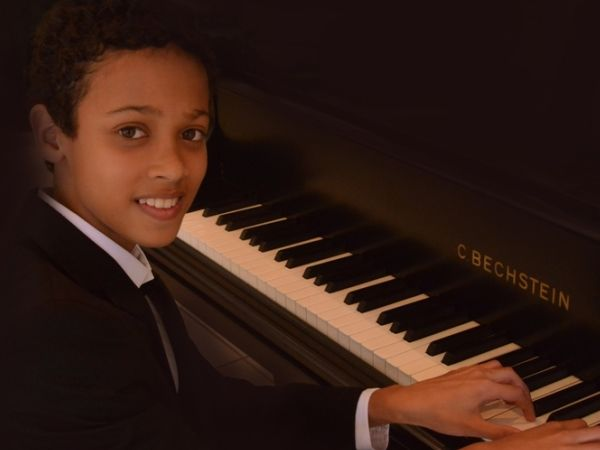 Congratulations to pianist, Qden Blaauw, for being the winner of the prestigious 2016 Samro Hubert van der Spuy National Music Competition. The12 year old protégé is the recipient of numerous awards and is fast gaining a reputation as a world class pianist. Qden has also been chosen as the only person in Africa that will be traveling to Warschau in Poland to learn at the feet of one of biggest concert pianists in the world, Lang Lang.  Born and raised in Parow, Qden first fell in love with…