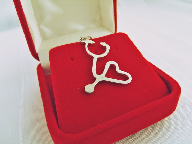 Olha que Tudo!!! Pingente Estetoscópio em formato de coração. Para os Doutores e Doutoras de plantão Emoticon heart Temos a pronta Entrega!! Por: R$ 76,25, ou parcele no cartão  Acesse nosso site e encomende já o seu  >>> www.marialindajoias.com <<<         ♥(21) 972668643 Whats ♥(22) 999452209  <3sac@marialindajoias.com <3Enviamos para todo o Brasil <3Parcelamos no cartão em até 12 x...  <3www.marialindajoias.com  Temos preços especiais para quem está no nosso grupo do Whatsapp