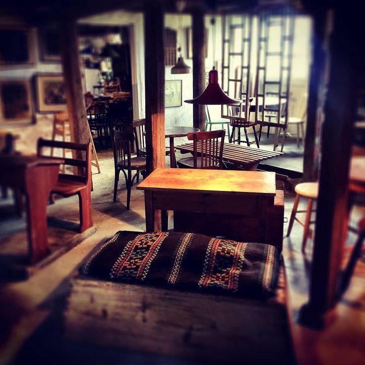 Öppet butik/cafe imorgon söndag 11-16. #butikgul #vackertskrot #organicfood #gammaltosledet #loppisskåne #utflyktskåne #skåneloppis #retro #retrobutik #antik #återbruk #ekologiskt #återvinning #second hand #vinylskivor #mittskåne #hörby #kölleröd #loppisfynd #ekokafe #heminredning #inredningsdetaljer #homestyling #möbler #skönahem #vintage