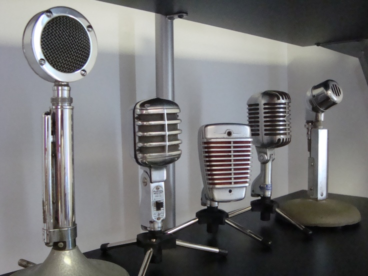 Beautiful. I'd love to adapt one of these antique microphones for use with traktor pro.