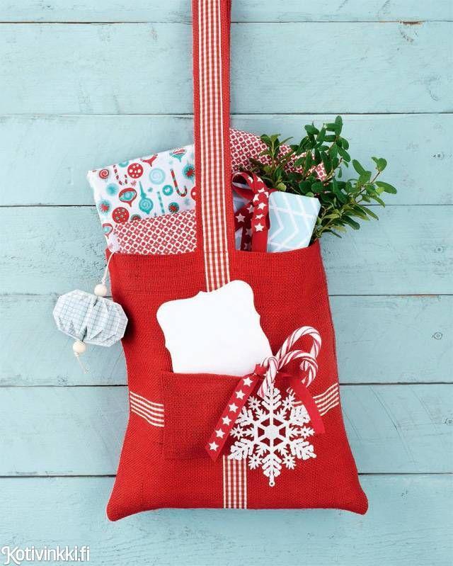 Eivätkö yllärilahjasi mahdu pikkuiseen joulusukkaan? Ompele ripustettava lahjapussi, johon mahtuu useampi pikku yllätys. Herkuilla täytetty lahjapussi on myös kiva tuliainen.