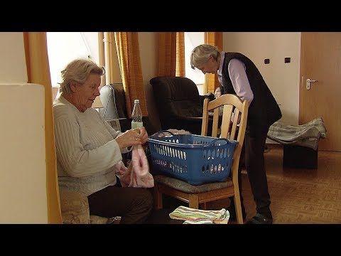 Wohnen im Alter – Umzug mit 80 Noch einmal ein Abenteuer, noch einmal umziehen: Nicht ins Altersheim, sondern in die neu gegründete Senioren-Wohngemeinschaft in Breitenau im Westerwald. Die Idee für das Haus, in dem eine Senioren-WG wohnen soll, hatten Lucie und Oswald Rehn. Das Ehepaar... - #Alter, #Doku, #Menschen, #Rente, #SWR  http://www.dokuhouse.de/wohnen-im-alter-umzug-mit-80/