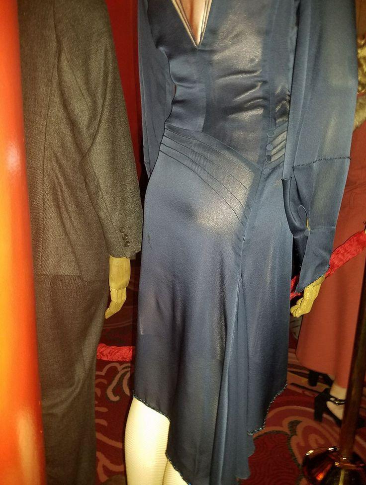 back of dress queenie costume cosplay