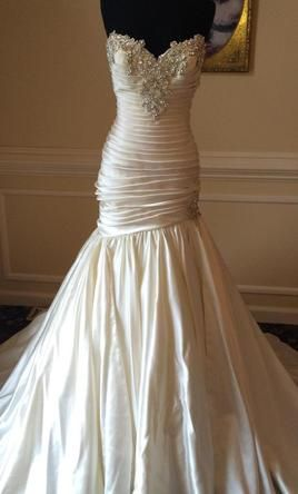 Pnina Tornai 12: buy this dress for a fraction of the salon price on PreOwnedWeddingDresses.com