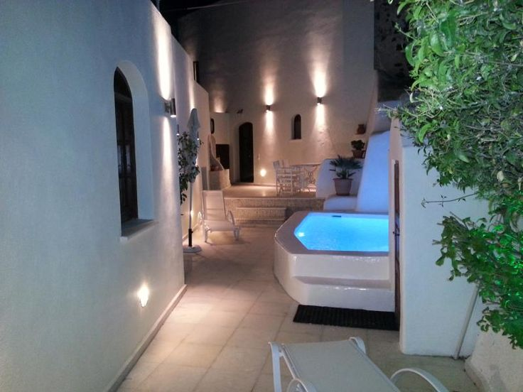 3 Bedroom Villa in Megalochori to rent from £1395 pw, with a private pool. With jacuzzi, Solarium, air con, TV and DVD.