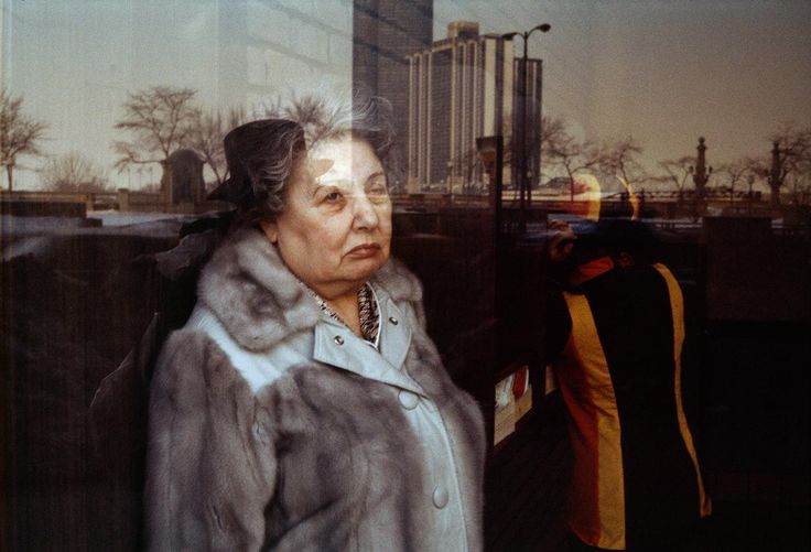Gallery of color photos taken by the photographer Vivian Maier. One of multiple galleries on the official Vivian Maier website.