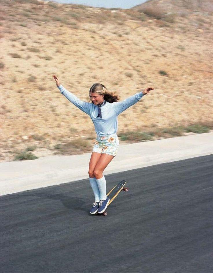 Эллен О'Нил — знаменитая женщина-скейтбордистка-фристайлер 1970-ых.