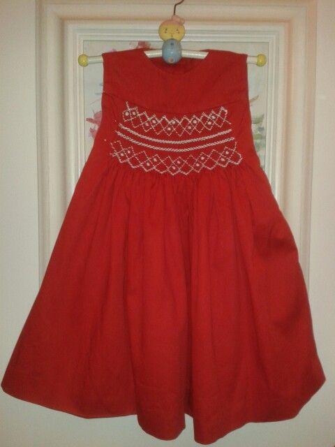 Vestido rojo con punto smock