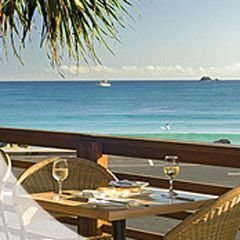Fishheads restaurant is a wonderful Byron Bay experience. With indoor and outdoor seating taking best advantage of its beachside location, Fishheads serves up sumptuous seafood ...