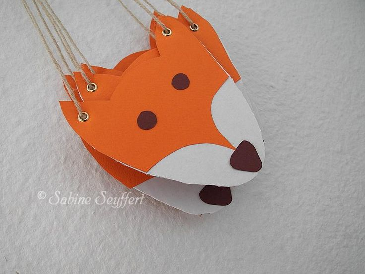 Fuchs-Amulette aus altem Karton / Foxes made from old cardboard box / Upcycling