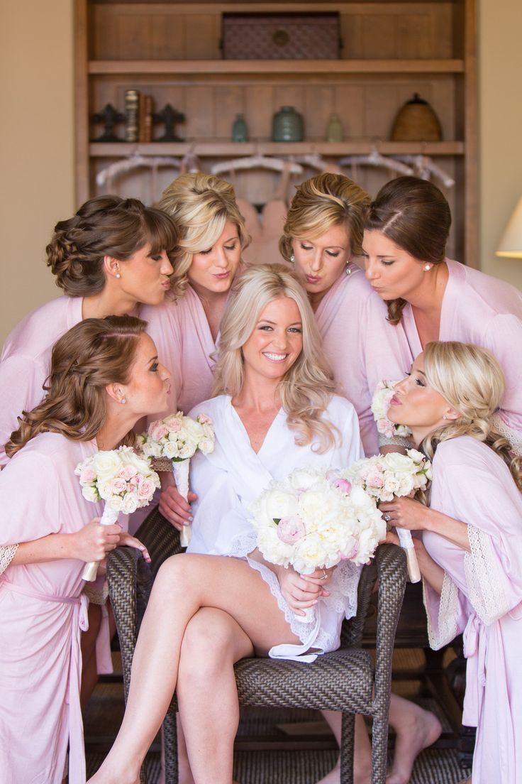 Get your bridesmaids something pretty to get ready in like these pretty robes from @loveophelia PC: @amybennettphoto: