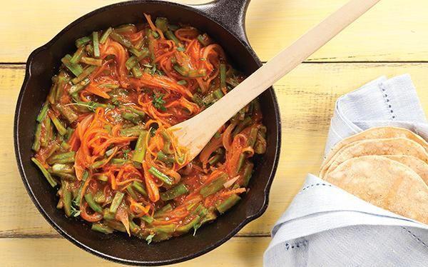 Tinga de nopales y zanahoria. Cuando tienes el presupuesto apretado, no te preocupes puedes comer delicioso con ésta receta. www.cocinavital.mx