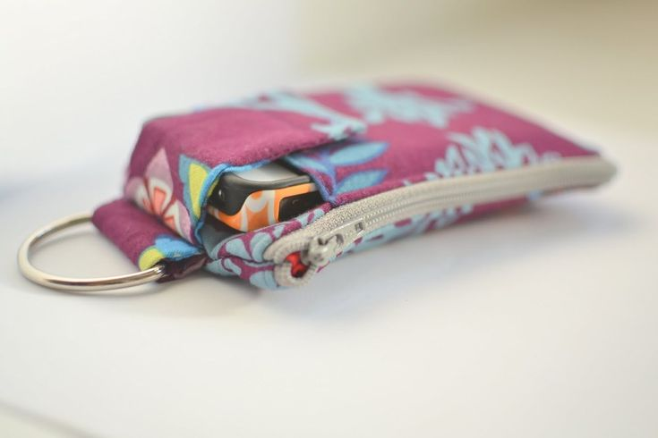 Sarah tweaks Craft Passion's tute to make a Cell Phone Wallet