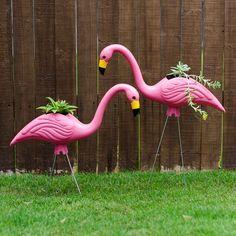 Cute and EASY yard art idea- make flamingo planters from standard plastic yard ornaments.