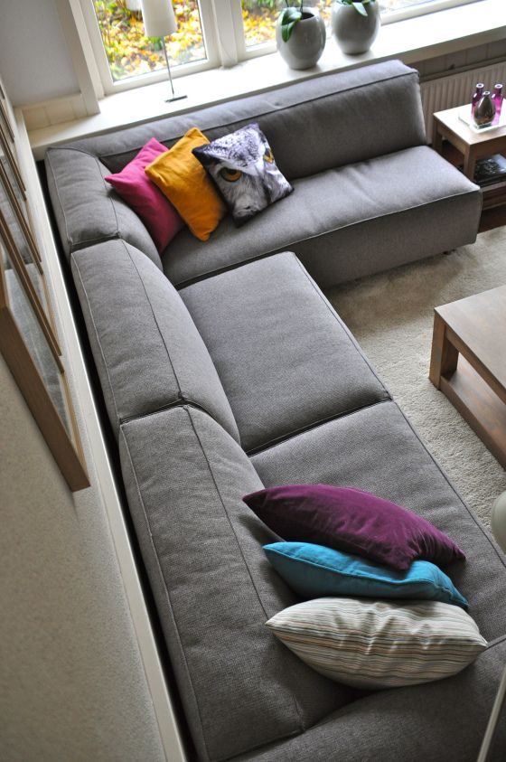 YES! Onze nieuwe stoere grijze familiebank is binnen! via www.stijlidee.nl