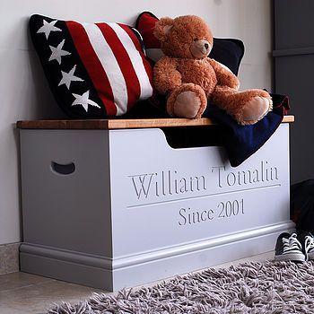 Un coffre à jouets au prénom de l'enfant / Personalised Toy Box with Baby's firstname
